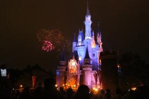 fireworks_at_tokyo_disneyland
