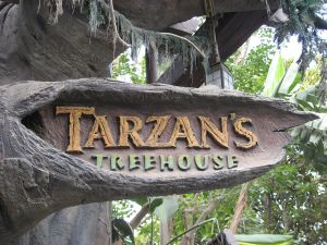 1280px-Disneyland-TarzansTreehouse-sign